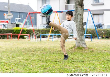 足球公園男孩 75752474