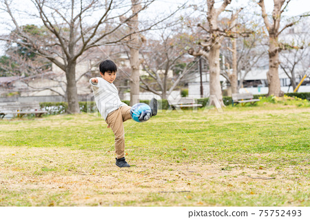 足球公園男孩 75752493