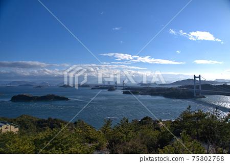 슈잔에서의 전망 세토 대교와 세토 나이 카이와 카가와 현 사카이 데시 오카야마 현 쿠라 시키시 75802768
