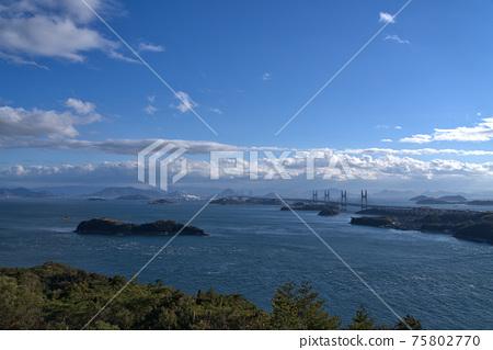 슈잔에서 바라 보는 세토 대교와 세토 나이 카이와 카가와 현 사카이 데시 오카야마 현 쿠라 시키시 75802770