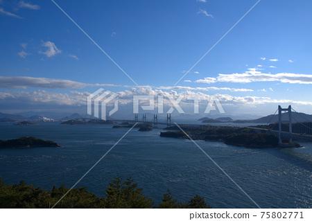 슈잔에서 바라 보는 세토 대교와 세토 나이 카이와 카가와 현 사카이 데시 오카야마 현 쿠라 시키시 75802771