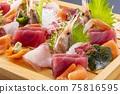 홋카이도의 맛있는 모듬 회 75816595