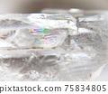 天然石材透明水晶(帶彩虹)背景素材 75834805