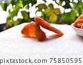 Dried peaches 75850595