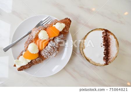 蛋糕 麵包 咖啡 75864821