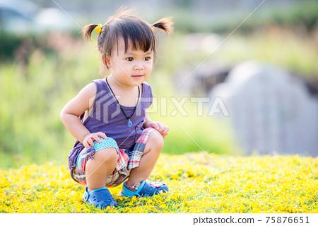 Little asian girl 75876651