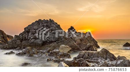 Sunset shore 75876653