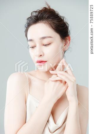 Portrait Of Beautiful Woman in Studio 75889725