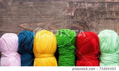 Balls of yarn composition 75894305