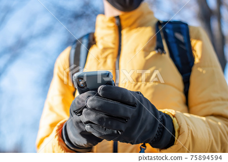 Food delivery man using smartphone 75894594