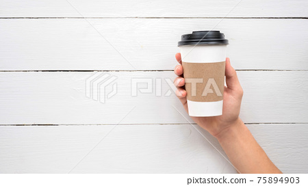 Male hands holding a recyclable coffee cup 75894903