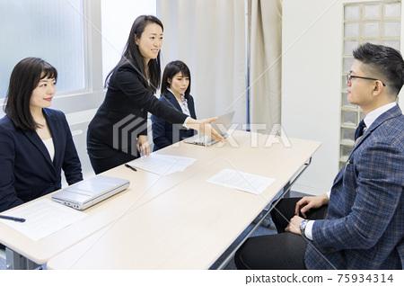 interview, an interview, interviewer 75934314