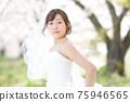 만개 한 벚꽃 벚꽃 배경 웨딩 일본인 신부 초상화 신부 결혼식 전에 촬영 사진 75946565