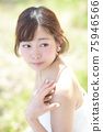 만개 한 벚꽃 벚꽃 배경 웨딩 일본인 신부 초상화 신부 결혼식 전에 촬영 사진 75946566