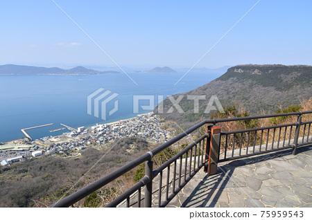 사자의 영혼 겐 가가와 야시마 산에서 바라 보는 다카마쓰 시내와 세토 나이 카이 빵 75959543