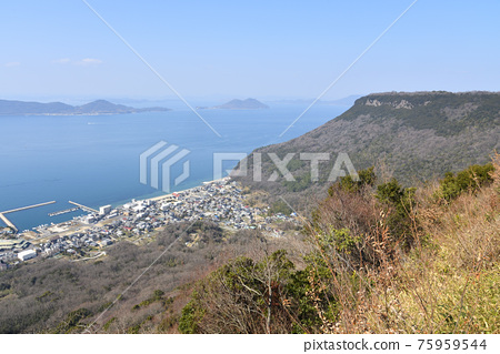 사자의 영혼 겐 가가와 야시마 산에서 바라 보는 다카마쓰 시내와 세토 나이 카이 빵 75959544