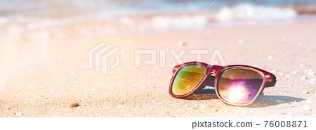 Summer Beach vacations concept 76008871