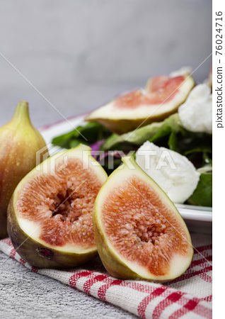 Fresh sweet fig fruits, Healthy Organic fruit 127 76024716