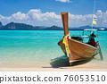 Traditional thai long tail boat at tropical paradise beach 76053510