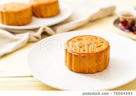 Chinese moon cake for Chinese mid-autumn festival 76084893