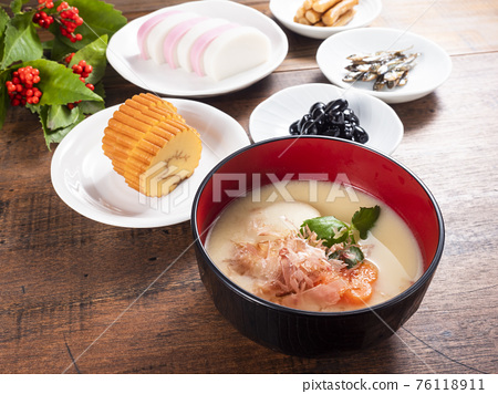Kyoto-style omelet and osechi 76118911