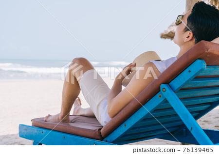 Man, sea, summer vacation 76139465