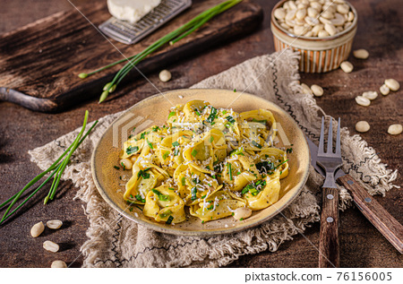 Tortellini with butter and nuts 76156005