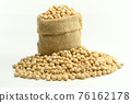 Chickpeas on gunny bag 76162178