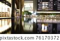 도시의 물가의 야경 _JR 그란 프런트 오사카보다 76170372