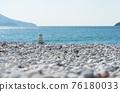 Zen pyramid on a pebble beach on a sunny day 76180033