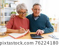 couple managing the family budget 76224180