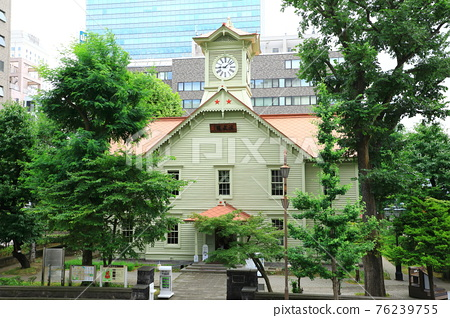 新鮮的綠色札幌市鐘樓 76239755