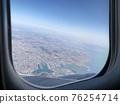 여행을 떠나며 창밖으로 본 도시 76254714
