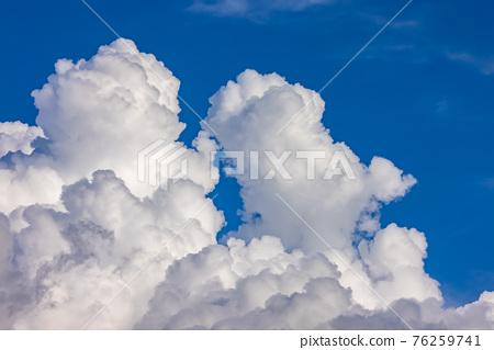 Cumulonimbus clouds in the summer sky 76259741