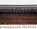 a full leaking gutter 76275722