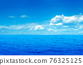 Perfect blue sky with clouds and water of the sea 76325125
