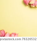 Pink rose flowers on yellow background. flat lay, top view, copy space 76326532