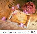 粉紫色的繡球花和相框裝飾 76327078