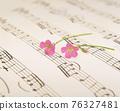 樂譜上的粉色酢漿草花朵 76327481