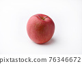 Red apples 76346672