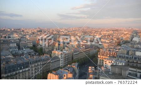 montmartre hill, paris, parisian 76372224
