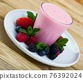 Milkshake with berries and mint 76392024