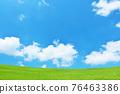 여름의 푸른 하늘과 신록의 초원 풍경 76463386