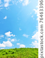 여름의 푸른 하늘과 신록의 초원 풍경 76463396