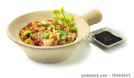 Stir Fried Rice Noodles with chicken in Clay Pot 76468655