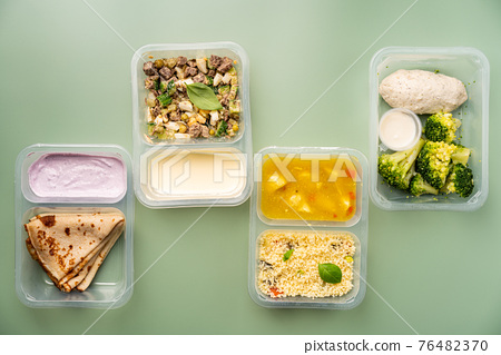 containers with healthy food 76482370