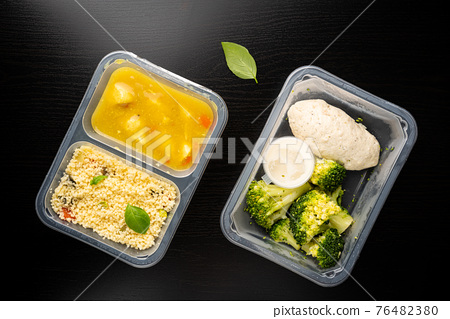 containers with healthy food 76482380