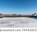 Snow at the roof top 76492820