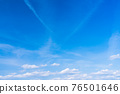 봄의 푸른 하늘 76501646