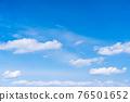 봄의 푸른 하늘 76501652